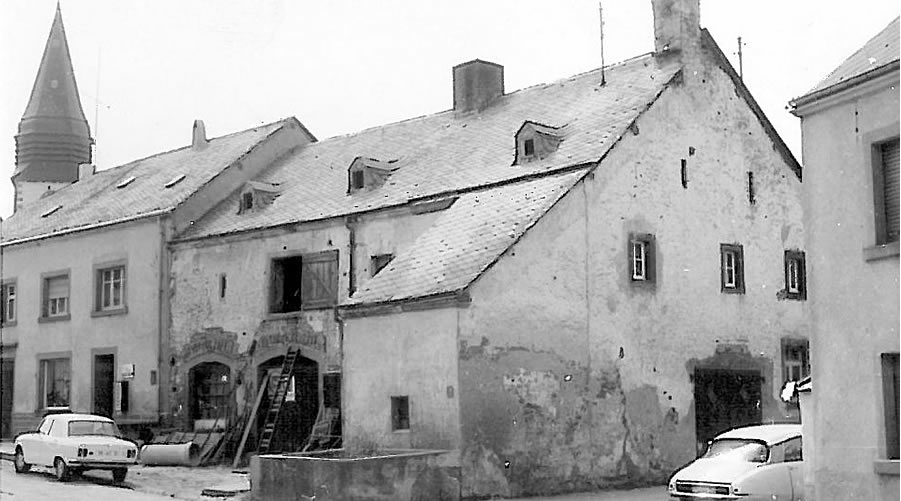 Josef Comes gr�ndet 1967 die Comes Maschinen- und Apparatebau GmbH in einer kleinen Dorfschmiede in Zemmer bei Trier.